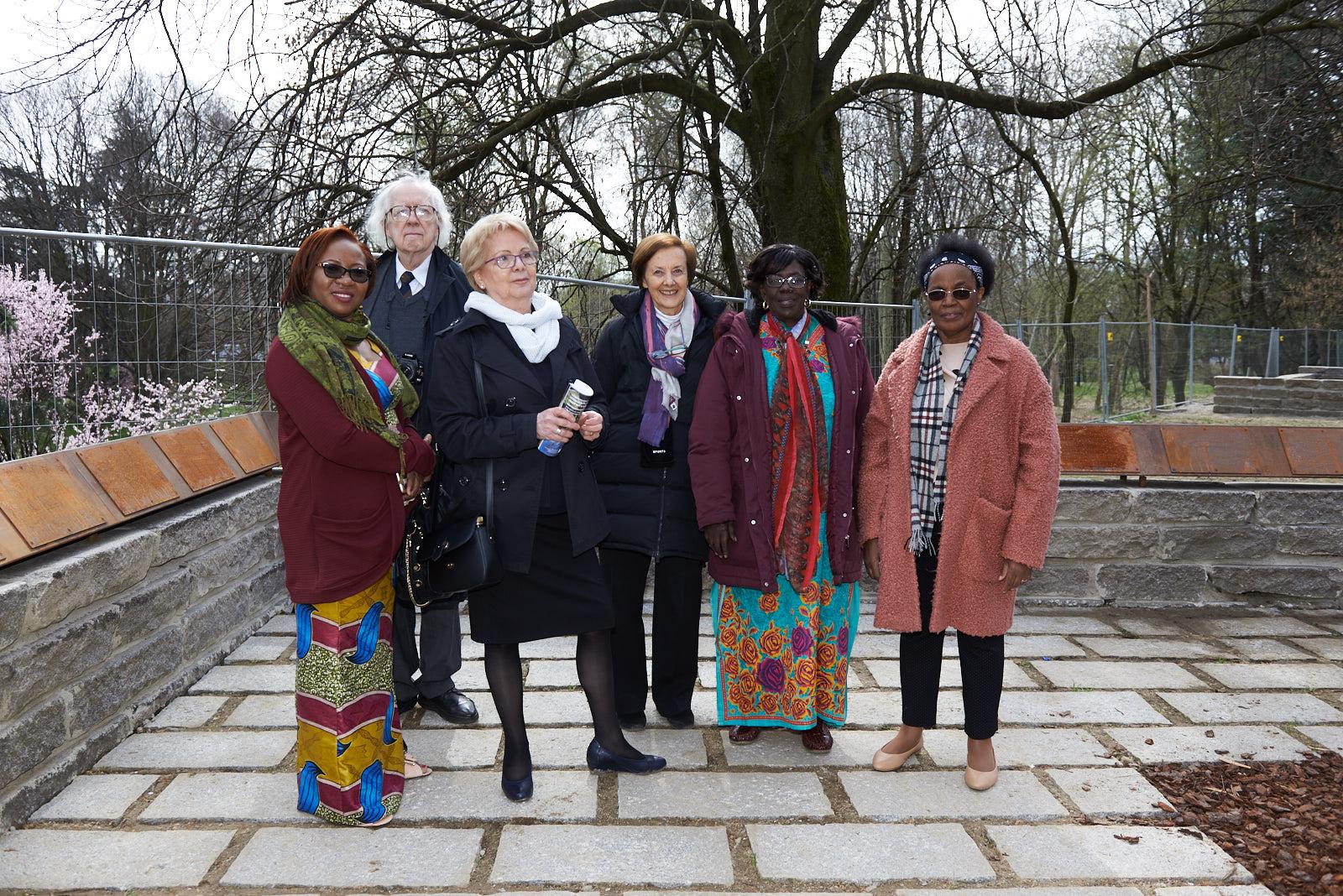 I rappresentanti dei Giusti con Anna Maria Samuelli, cofondatrice di Gariwo