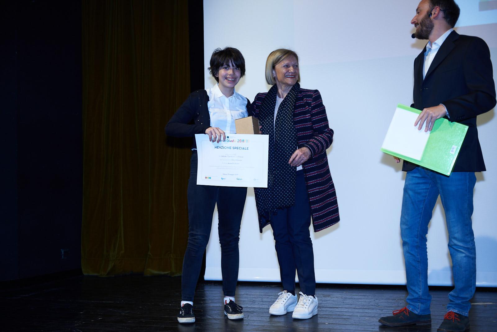 Inizia la premiazione delle scuole medie