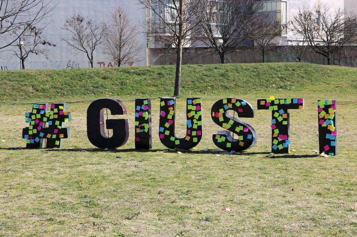 la scritta per i Giusti al Parco Iqbal Masih