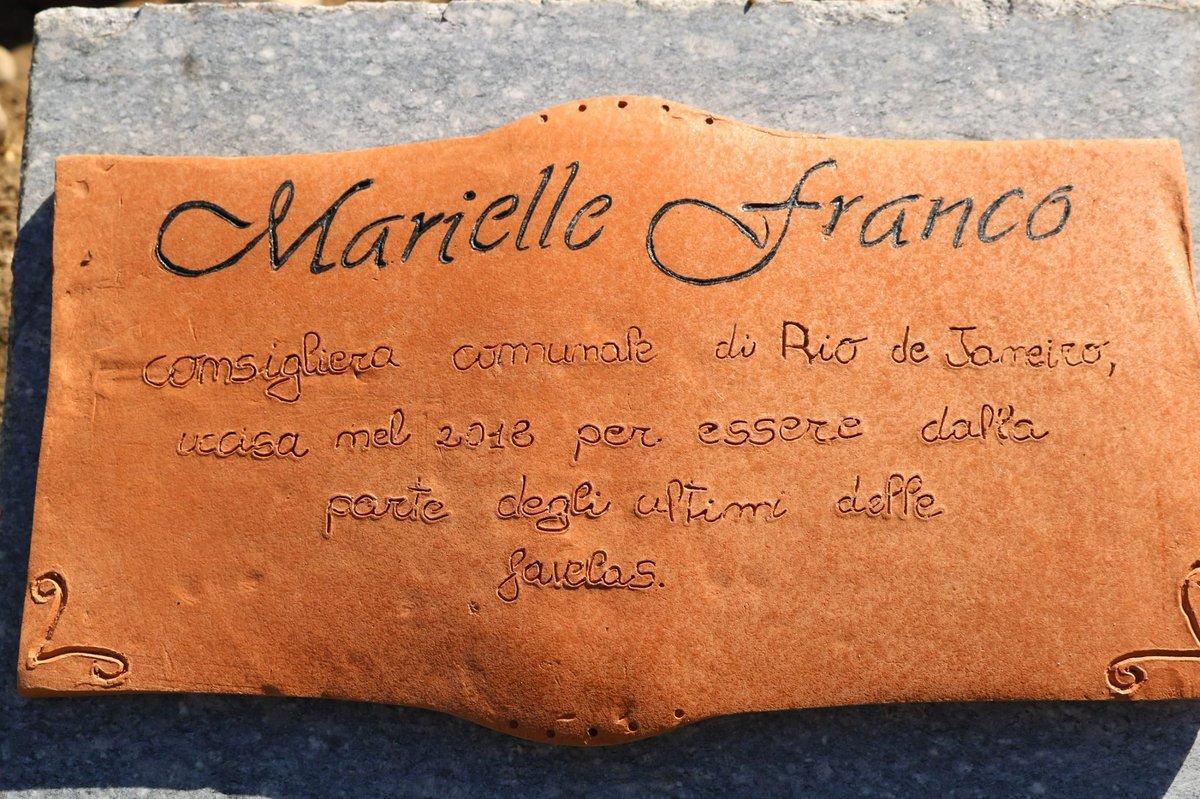 la targa per Marielle Franco  al Parco Iqbal Masih