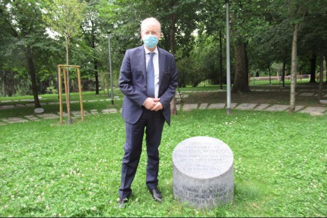 Il Prefetto di Milano Renato Saccone al cippo inaugurale del Giardino dei Giusti