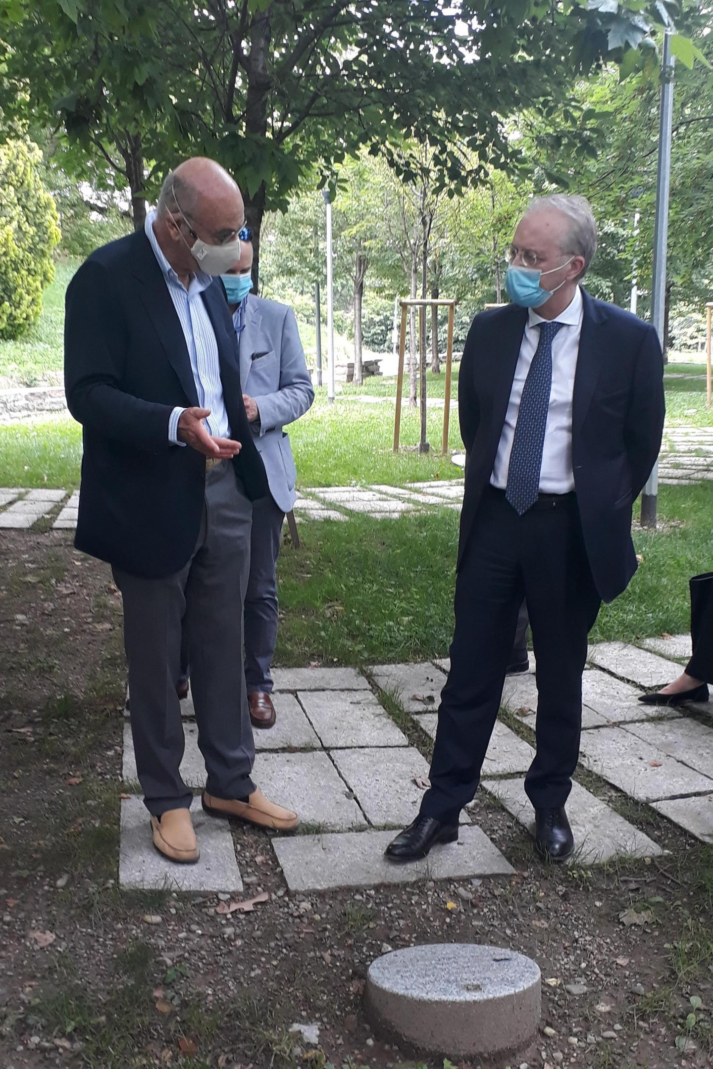 Il presidente di Gariwo, Gabriele Nissim, con il Prefetto di Milano, Renato Saccone