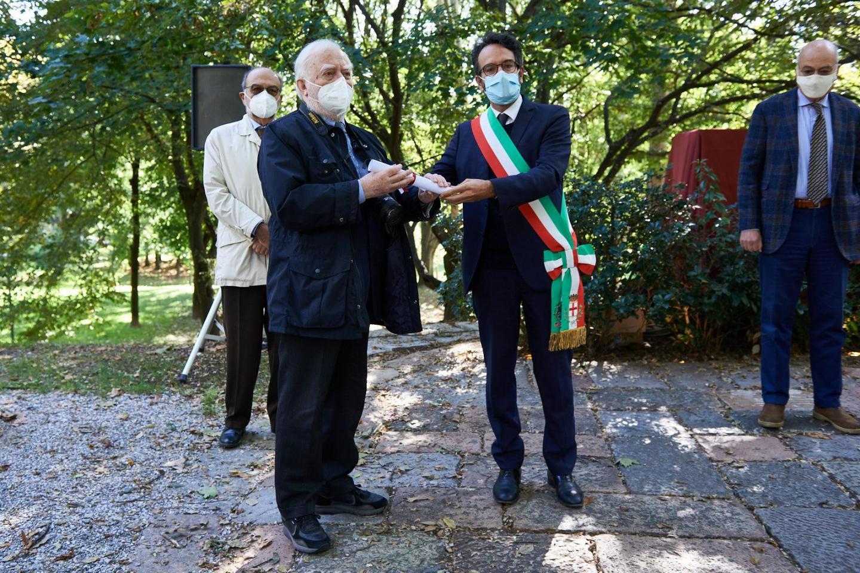 Tullio Quaianni ritira la pergamena per Francesco Quaianni