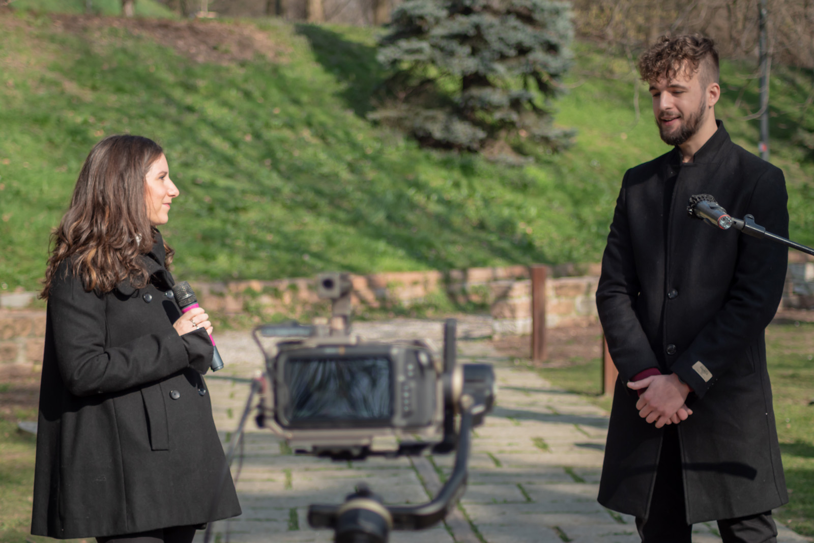 Luca Urbani con la responsabile della Redazione di Gariwo Martina Landi