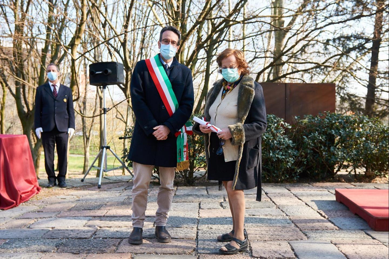 Lamberto Bertolé e Giovanna Gangi, moglie del Giusto Ivan Sopianac onorato insieme alla famiglia Sopianac