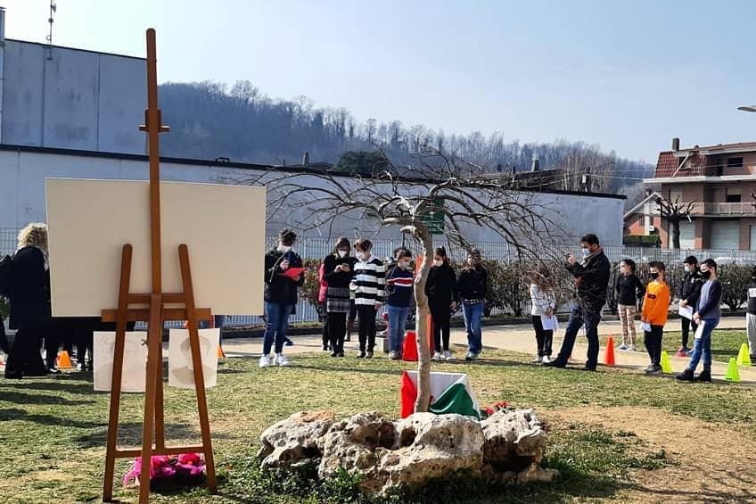 Intitolazione di due Giardini nell'area esterna delle scuole di Buttigliera alta, in omaggio a Irena Sendler
