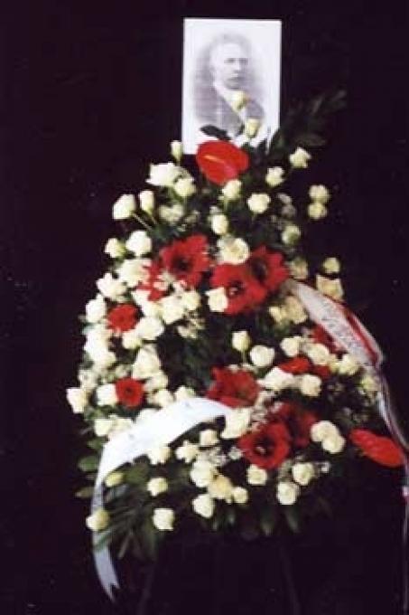 La corona di fiori davanti alla fotografia di Gorrini