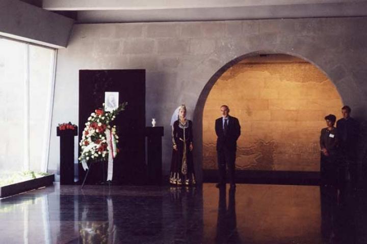 Interno del Museo del Genocidio, cerimonia per Gorrini