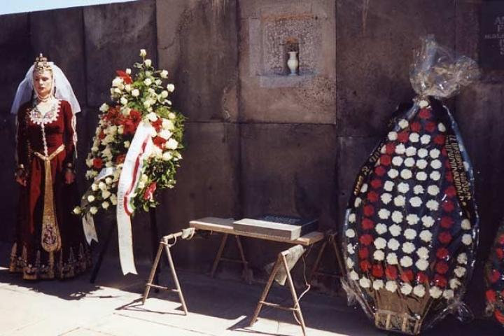 Deposizione dell'urna del Muro della Memoria