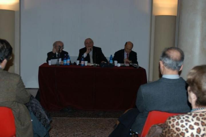 Il Rabbino capo di Milano Giuseppe Laras presenta i relatori Lucien Lazare e e Gabriele Nissim
