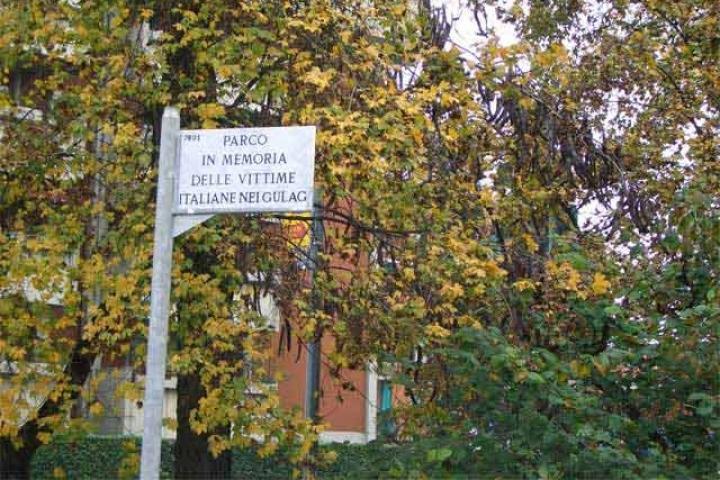 La targa di ingresso al parco Valsesia