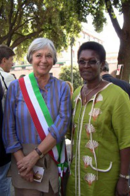 Il sindaco Marta Vincenzi e Yolande Mukagasana