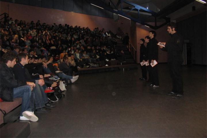 """26.1.2008, Mirano (VE), il pubblico di studenti del Liceo Scientifico e Classico """"E. Majorana - E.Corner"""""""