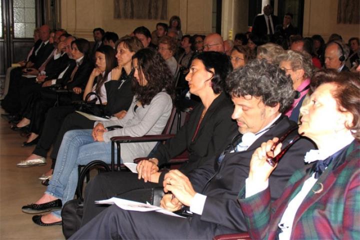 La dott.sa Picciotto, il Prof. Parsi, il Console Kuciukian con i familiari dei Giusti onorati