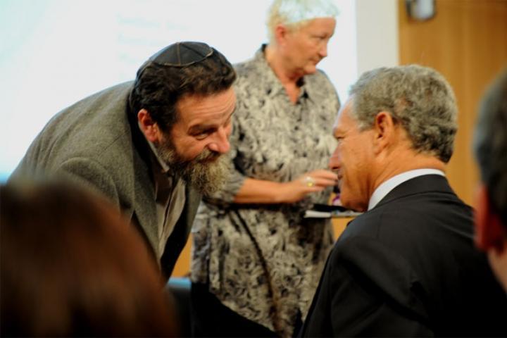 Konstanty Gebert con il presidente della Comunità ebraica di Milano, Roberto Jarach