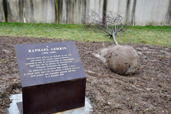 Il cippo dedicato a Raphael Lemkin