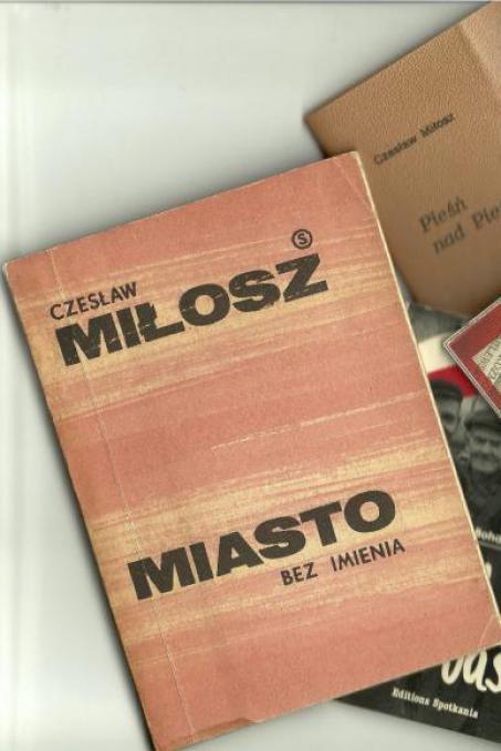 Copertina di un testo di Csezlaw Milosz, lo scrittore prima partigiano, poi dissidente