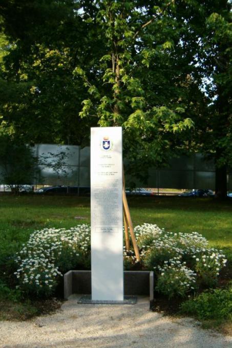 il totem dedicato a Giorgio Perlasca
