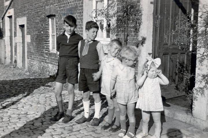 Il piccolo Leonard, di cui si sono perse le tracce, è il secondo da sinistra