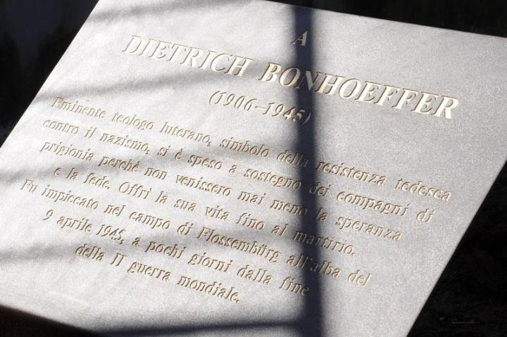La targa per Dietrich Bonhoeffer