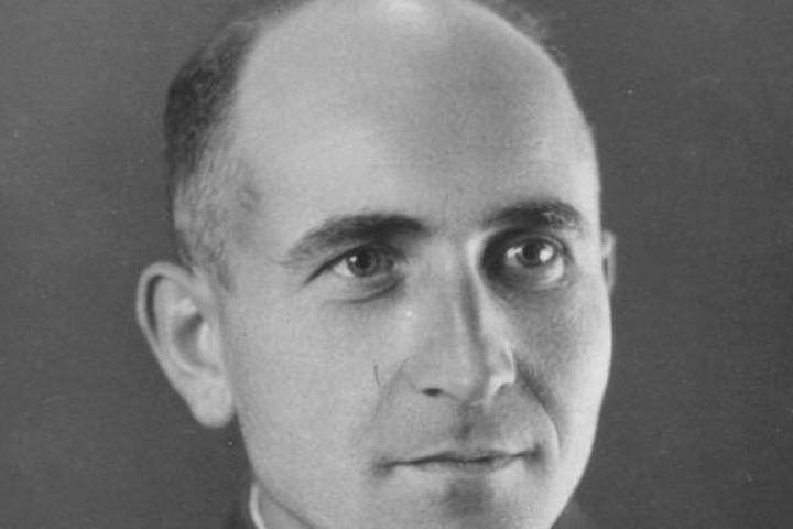 Uno spietato nazista pretende da Brasse di essere ritratto in modo quasi gioviale