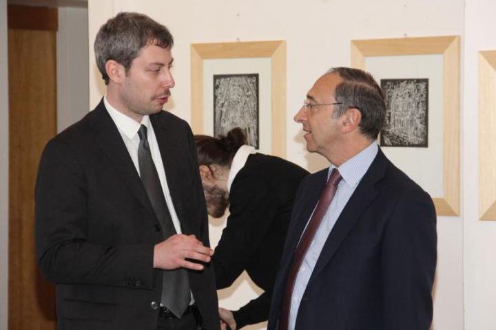 Andreas Pieralli con uno dei relatori