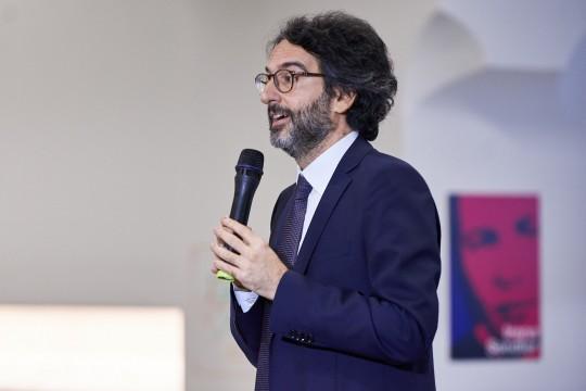 Lamberto Bertolé, presidente del Consiglio comunale di Milano, apre i lavori della giornata