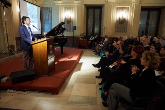 Introduce la serata il Presidente del Consiglio Comunale Lamberto Bertolé