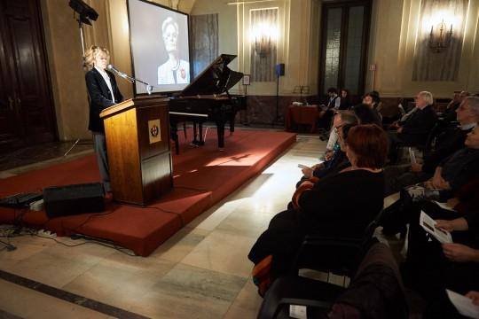 L'attrice Sonia Bergamasco recita le letture della serata