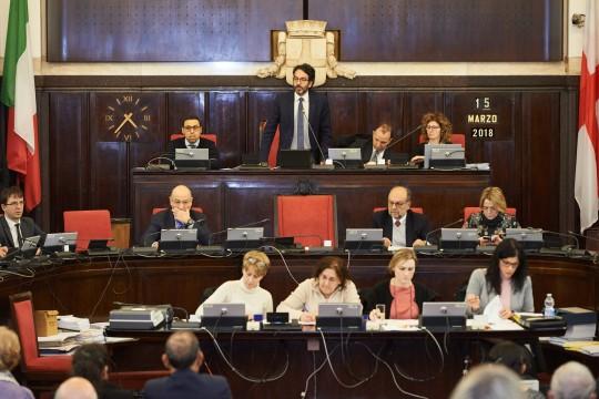 L'apertura del Consiglio comunale con l'intervento del Presidente Lamberto Bertolé