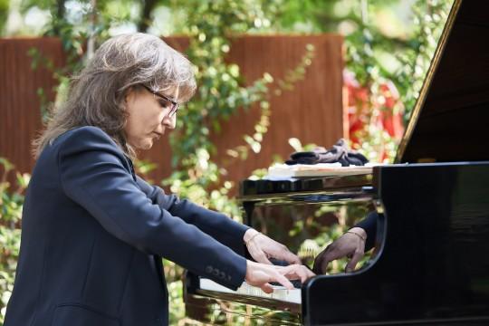 Al pianoforte Ani Martirosyan
