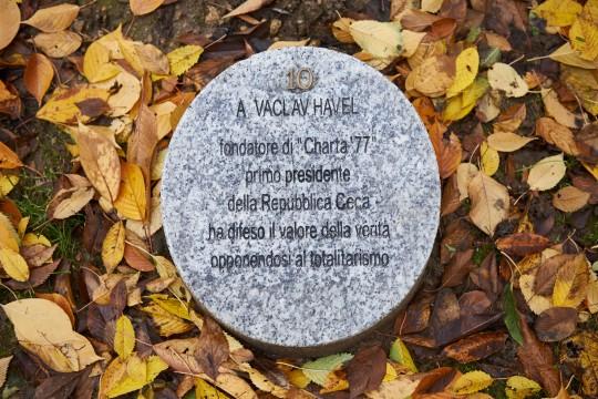 Il cippo dedicato a Vaclav Havel