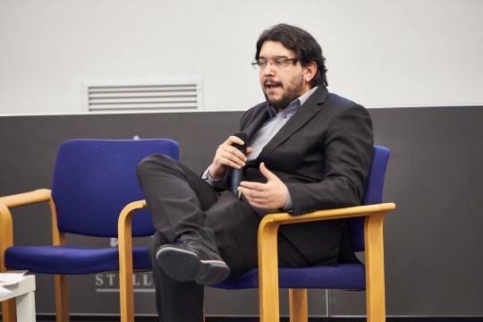 Simone Zoppellaro, giornalista e moderatore del panel ambiente