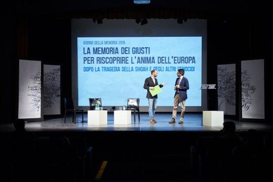 il presentatore Enrico Pittaluga e Lamberto Bertolé, presidente del Consiglio comunale di Milano