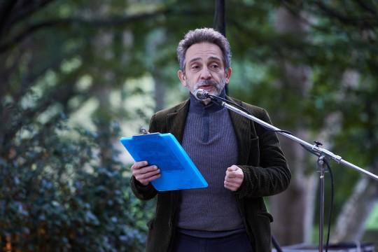 L'attore Massimiliano Speziani accompagna il concerto con le letture
