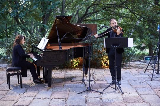 Il Duo Lazzaroni. Pianista: Angela Lazzaroni. Violinista: Carlo Lazzaroni