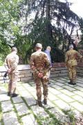 Gabriele Nissim con il generale Tota, il colonnello Tambè e il tenente colonnello Solemetite
