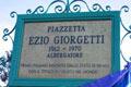 L'iscrizione nella piazzetta dedicata a Ezio Giorgetti