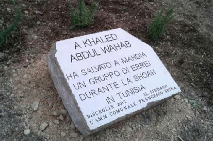 Il cippo dedicato a Khaled Abdul Wahab