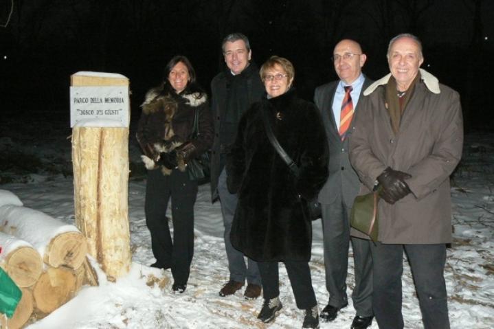 Ulianova Radice di Gariwo con Roberta Miotto di Senza confini e i dirigenti del Parco delle Groane