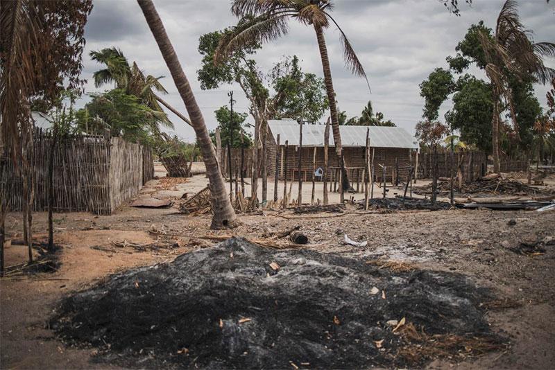 Un villaggio attaccato da Al-Shabaab, fuori Macomia.