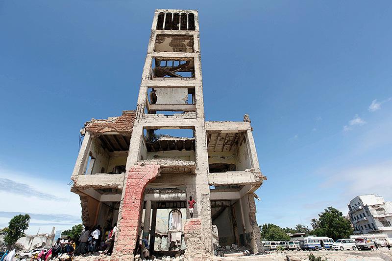 Le rovine dell'ex parlamento somalo a Mogadiscio, 2013.