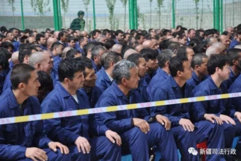 Foto pubblicata dall'amministrazione giudiziaria dello Xinjiang sul proprio account WeChat.