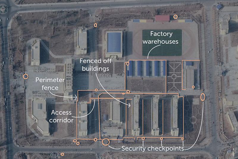 """Immagine satellitare del """"centro di formazione professionale"""" di Jiashi, gennaio 2018, con infrastruttura di sicurezza aggiunta dal 2017 evidenziata in arancione."""