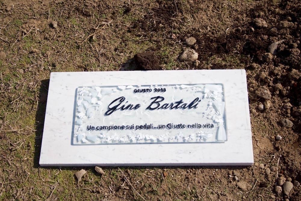 Una targa per Gino Bartali a Vercelli