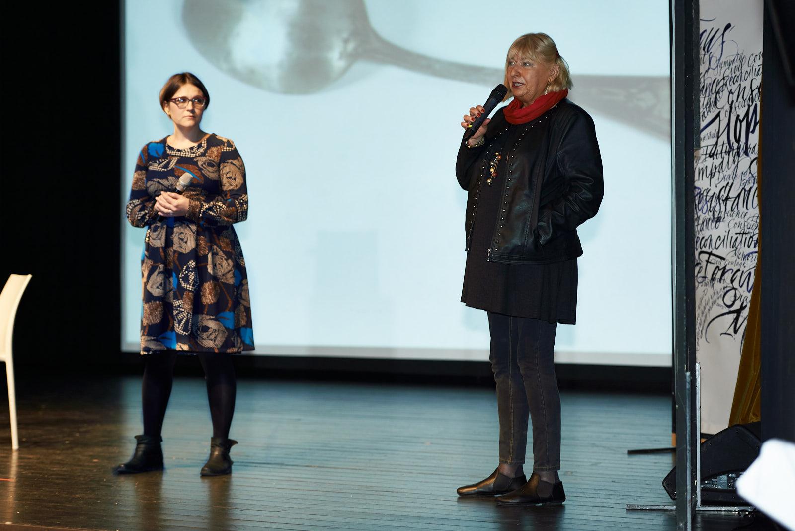 Elżbieta Ficowska, la bambina più piccola salvata da Irena Sendler, con la traduttrice Malgosia Pisarkiewier